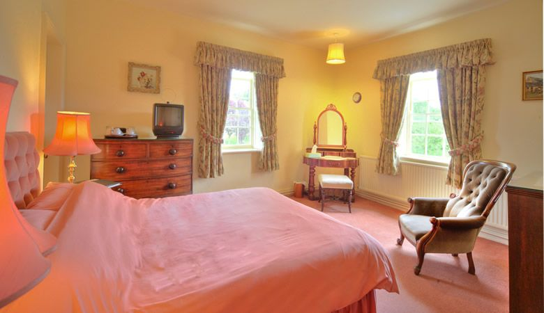 Double bedroom at bed and breakfast near Henley-on-Thames